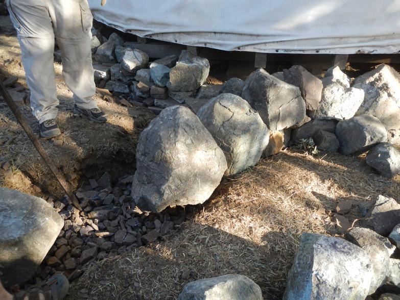 Step 3 - placing large base stones, the foundation of foundation